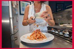 Dining experience at a Cesarina's home in Rome with show cooking