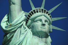 Statue of Liberty and Ellis Island Private Guided Tour With Expert Guide