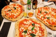 Private transfer from Naples to Sorrento with stop to taste the authentic Neapolitan Pizza