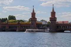 Imagen Berlin Half-Day Burger and Beer River Cruise