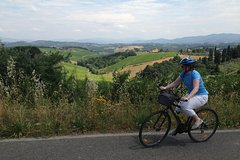 Full-Day Tuscan Hills Bike Tour
