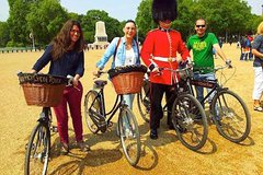 Imagen London Landmarks, Historic Ale Pub and British Bicycles Bike Tour with a Local Guide