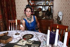 Hollywood Ghost Hunting with Linda the Ghost Hunter