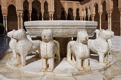 Imagen Alhambra: Private Skip-the-Line tour with an official tour guide