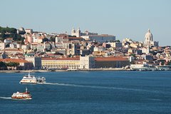 Imagen Lisbon 3-Hour Small-Group Walking Tour Including Boat Ride