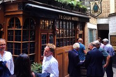 Drink beer(s) in London's oldest pubs (PRIVATE tour)
