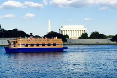 Nightlife Tour of the Potomac River on a Party Yacht