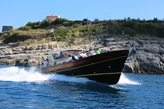 Capri Island: Small group tour by Boat from Sorrento