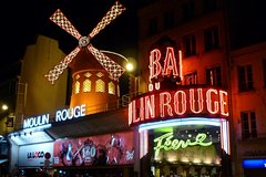 Imagen Private Transfer: Moulin Rouge Round-trip