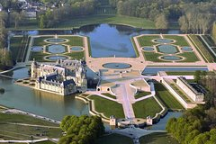 Imagen Private transfer from Paris to Chantilly or Chateau de Montvillargenne