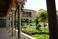 Imagen 4-Hour Private Guided Walking Tour: Palaces of Seville