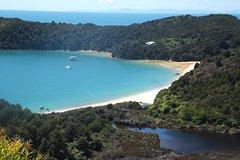 Imagen Full-Day Abel Tasman National Park Hiking Tour with Cruise