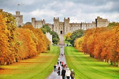 Private Chauffeured Minivan Tour to Windsor from London Private Car Transfers