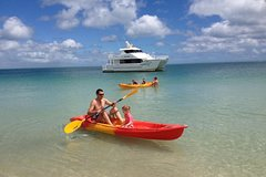 Imagen Fraser Island West Coast BBQ Lunch Cruise from Hervey Bay Including Kayaking and Swimming