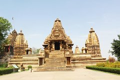 Private 3-Hour Tour with Light and Sound Show at Khajuraho Temples and Dinner