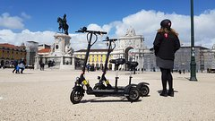 Imagen Alfama Tour by E-Scooter in Lisbon