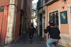 Imagen Lisbon: Alfama & Mouraria Tour by E-scooter
