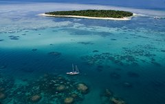 Imagen 2-Day Great Barrier Reef Combo: Green Island Sailing and Outer Reef Snorkel Cruise