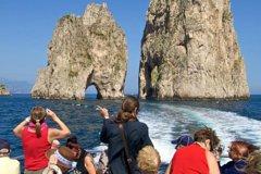 Boat Tour of Capri Island via Faraglioni