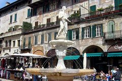 Walking Tour in Verona with Wine Tasting