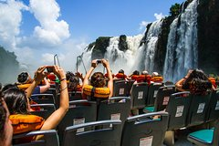 Imagen Excursión a las cataratas de Iguazú, paseo en barco, tren, camioneta de safari