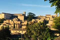 Guided walking tour in Todi, the ideal city