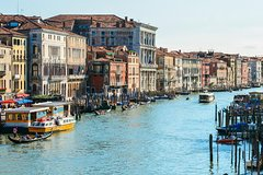 Private 1 hour boat disposition in Venice