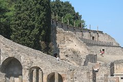 Archeogical Tour: Ruins of Herculaneum+Oplontis+Pompeii (Full Day)