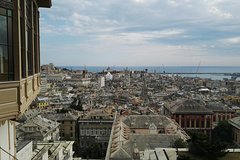 Vertical Genoa urban walking - private tour