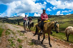 Imagen Horseback Riding Near Cusco