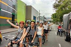 Imagen Enjoy Medellin as a local riding a bike