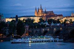 Crucero por el río Vltava con cena y música