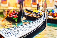Skip-the-Line Venice Private Tour Including St Mark Doges Palace & Gondola Ride