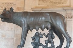 Skip-the-line Capitoline Museums Wolf & Hill Small Group Guided Tour in Rome