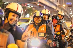 Motorbike Amazing Nightlife Tour with Rattanakosin Island and Khao San Road