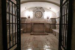 Crypts of San Domenico Maggiore: Exclusive Guided Tour