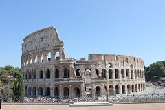 Small group (max. 10 people) Ancient Rome: Colosseum and Roman Forum with p