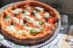 Pignasecca Farmers Food Market Tour with Pizza Cooking Class in Naples