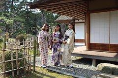 Tea ceremony in Kimono and Stroll Around Shukkeien Garden or Hiroshima Castle