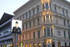 Imagen Berlin Wall And Cold War Walking Tour in Berlin