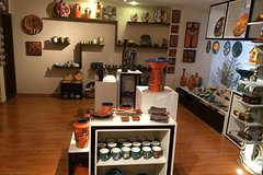 Imagen Eduardo Vega's Ceramics Exhibition in Quito