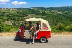Tuscany Tuk Tuk Tour Including Lunch and Wine Tasting