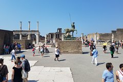 Excursion to Pompeii and Naples private tour from Rome