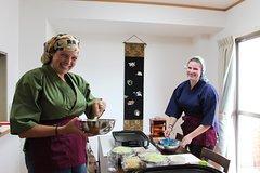 Hiroshima Okonomiyaki Cooking with Enjoying a Local Sake