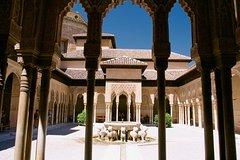 Imagen Evite las colas: visita de medio día a la Alhambra y los jardines del Generalife