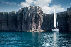 Cagliari: Amazing Mini Cruise Sailboat Private Tour Sleep in