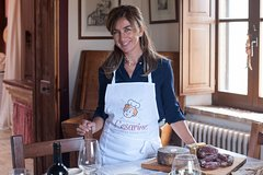 Dining experience at a Cesarina's home in Perugia with show cooking