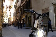 Electric Bike Experience around Florence - private tour