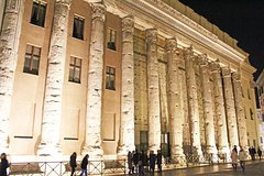 Sparkling Lights of Rome Evening Tour for Kids by Francesca with Pizza &