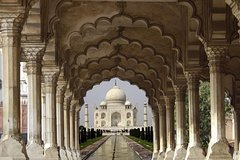 Private Agra Tour by Gatimaan Express train with Entrance and Lunch
